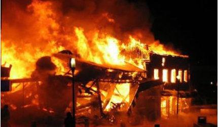 Đòi quan hệ không được, phóng hỏa đốt nhà hàng xóm ngày đầu năm