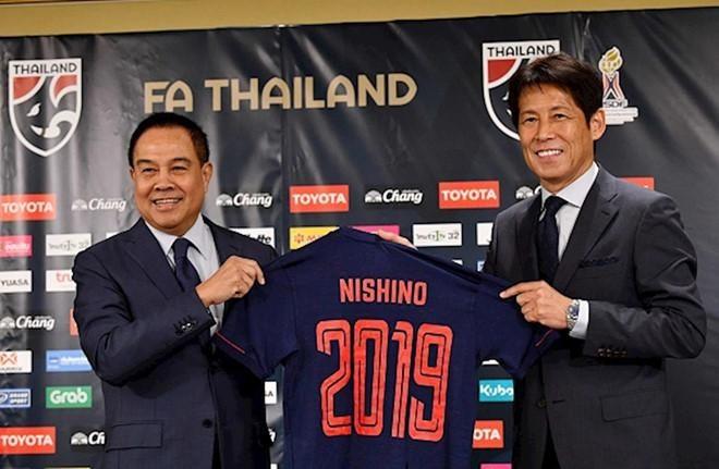 Chủ tịch Liên đoàn bóng đá Thái bị kiện