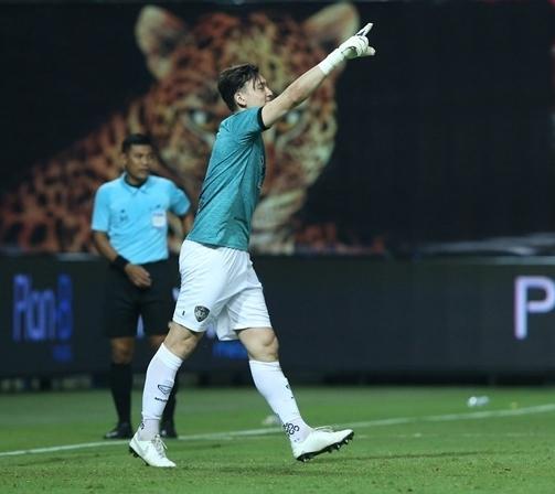 Văn Lâm thi đấu xuất thần giúp Muangthon vào chung kết Leo Cup 2020