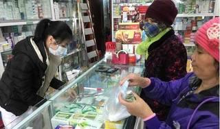 Vì sao khẩu trang y tế tăng giá chóng mặt, nhiều hiệu thuốc ở Hà Nội vẫn 'cháy' hàng?
