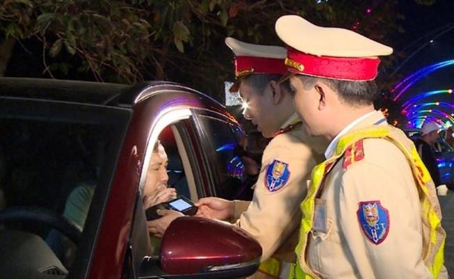 Phạt lái xe người Trung Quốc vi phạm nồng độ cồn 40 triệu đồng