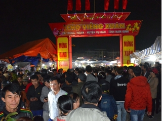 600 cán bộ công an Nam Định bảo đảm an ninh chợ Viềng, phòng chống dịch bệnh corona