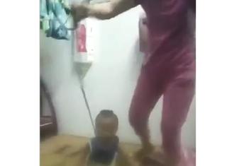 Công an tạm giữ người mẹ buộc cổ con rồi kéo lê dã man