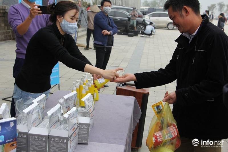 Chùa Tam Chúc phát hàng ngàn khẩu trang miễn phí cho phật tử để phòng virus corona 6