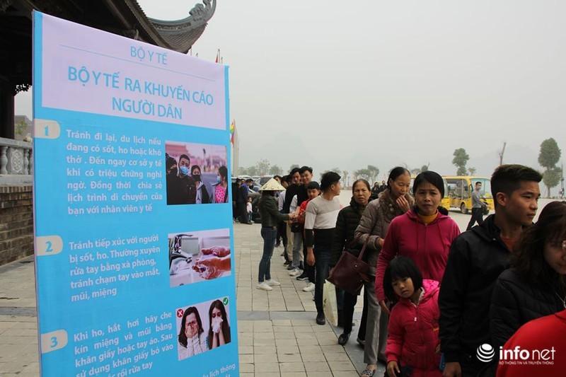 Chùa Tam Chúc phát hàng ngàn khẩu trang miễn phí cho phật tử để phòng virus corona 7