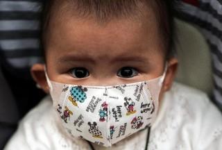Chuyên gia cảnh báo virus corona có thể lây truyền từ mẹ sang con