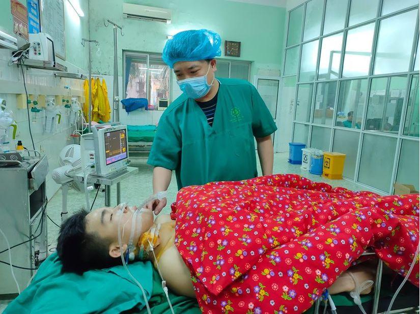 Nam thanh niên Yên Bái bị 2 nhát dao đâm thấu ngực bụng