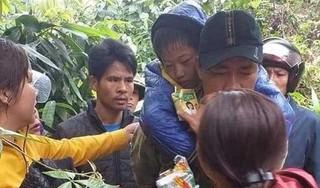Mâu thuẫn với vợ, chồng đưa 2 con nhỏ vào rừng rồi để quên