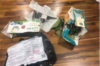 'Giận xanh người' khi mua khẩu trang xịn qua mạng nhận lại toàn lá cây khô