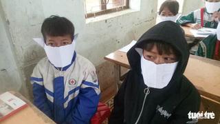 Khan hiếm khẩu trang, học sinh Nghệ An dùng giấy phòng dịch corona