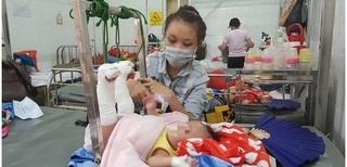 Bé trai 4 tháng tuổi nghi bị bố bạo hành gãy chân, xuất huyết não