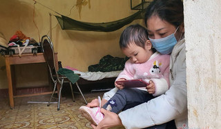 Bé gái nhỏ tuổi nhất trong khu cách ly phòng corona ở Lạng Sơn