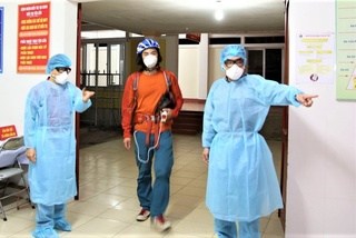 Cách ly, lấy mẫu xét nghiệm 1 phượt thủ người Trung Quốc đi xuyên Việt