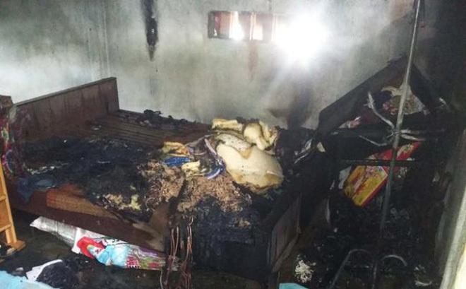 Mâu thuẫn với vợ gã đàn ông tưới xăng lên người 2 con rồi châm lửa đốt