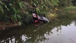 Quảng Ninh: Ô tô lao xuống ao, 2 người tử vong