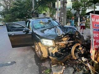 Vụ xe Mercedes gây tai nạn kinh hoàng: Người trình diện có đúng là tài xế?