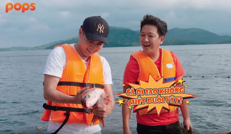 Hồ Quang Hiếu làm phụ bếp cho Trường Giang giữa đảo hoang