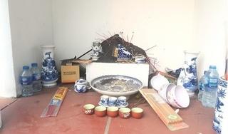 Hàng chục ngôi mộ bị đập phá bát hương ở Hưng Yên