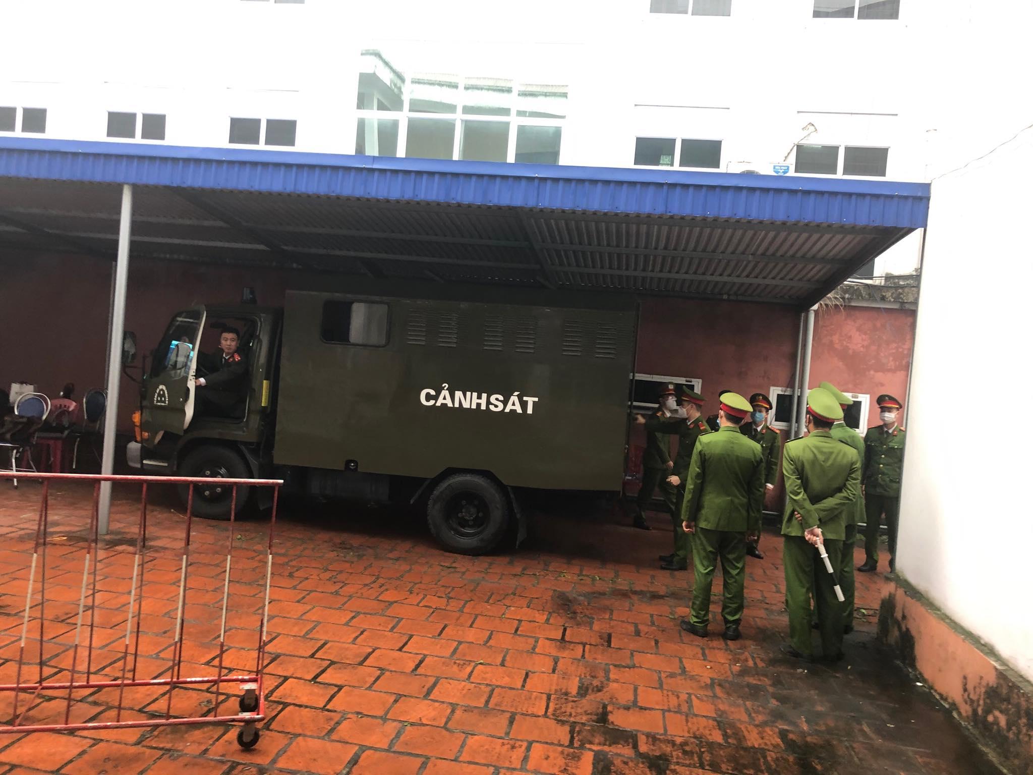Thắt chặt an ninh trong phiên xét xử container tông Innova đi lùi trên cao tốc