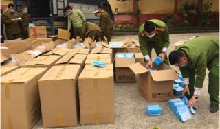 Bắt quả tang hàng trăm nghìn khẩu trang y tế nhập lậu sang Trung Quốc.