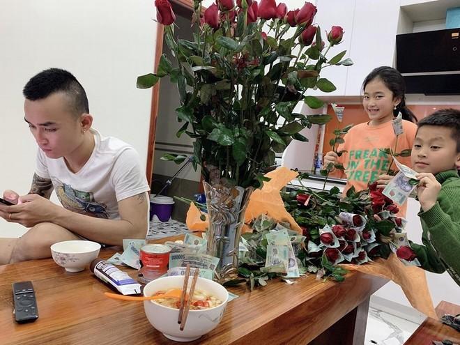 Anh chồng xứ Nghệ tặng vợ bó hoa 'polymer 500k' hot nhất mùa Valentine6