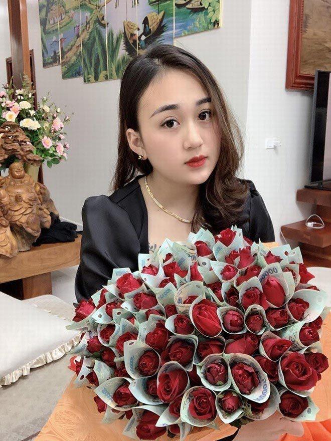 Anh chồng xứ Nghệ tặng vợ bó hoa 'polymer 500k' hot nhất mùa Valentine2