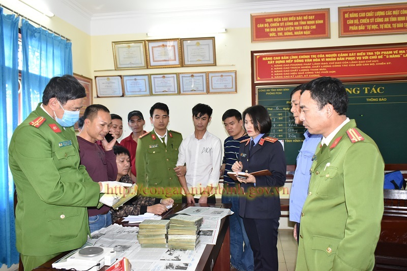 Thanh niên lặn lội cả quãng đường dài ôm 12 bánh heroin về Ninh Bình