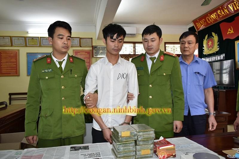 Thanh niên lặn lội cả quãng đường dài ôm 12 bánh heroin về Ninh Bình 2