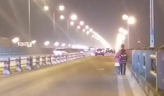 Hai mẹ con ăn xin trên cầu Thanh Trì bị tai nạn, người mẹ tử vong