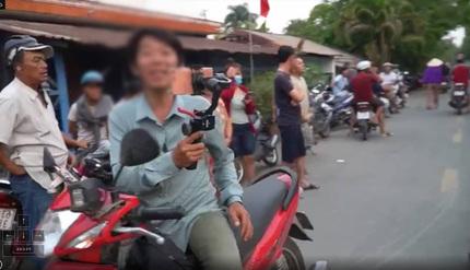 Dư luận bất bình vì nhiều người tìm đến gia đình Tuấn 'khỉ' để livestream