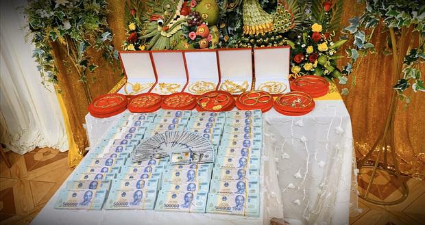 Gia thế kiều nữ trao em gái 49 cây vàng và 2,5 tỉ làm của hồi môn2