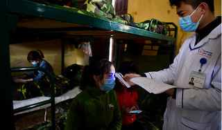Gần 2.300 người Việt từ Trung Quốc về được cách ly trong doanh trại quân đội