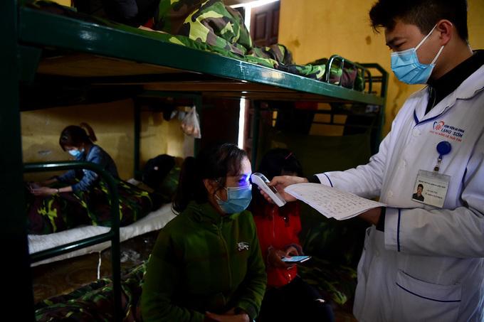 Gần 2.300 người từ Trung Quốc về được cách ly trong doanh trại quân đội