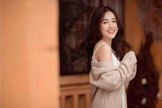 Nữ sinh Bắc Ninh 'gây thương nhớ' với vẻ đẹp trong trẻo và đôi mắt 'biết nói'
