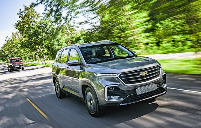 Chevrolet Captiva giảm giá 50%, khách hàng nườm nợp đến mua xe2