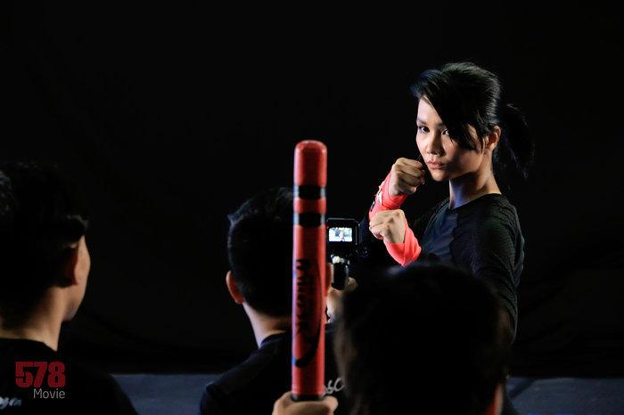 H'Hen Niê gây choáng với hình ảnh đả nữ 1 chọi 7 trong phim điện ảnh
