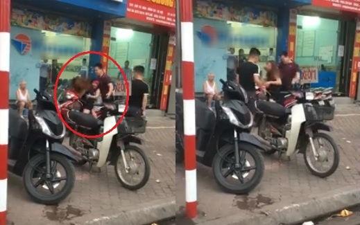 Clip: Chồng đấm đá vợ dã man trên đường phố trước mặt 2 con nhỏ