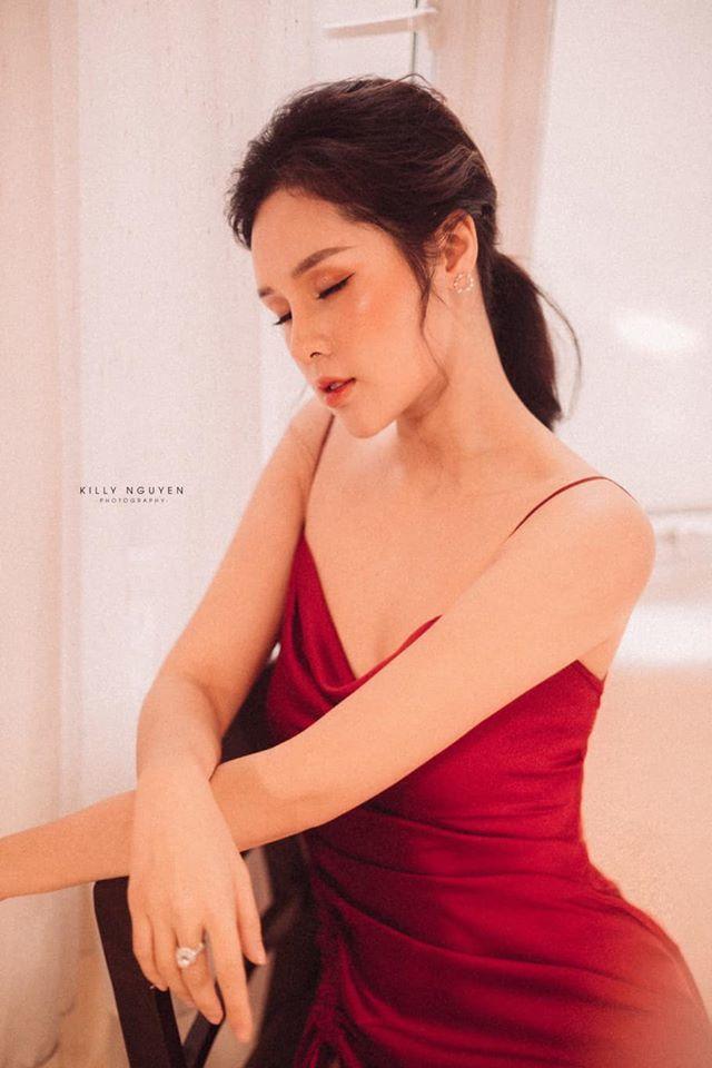 Người đẹp Huyền Trang gây sốt với loạt ảnh buông lơi vai trần gợi cảm6