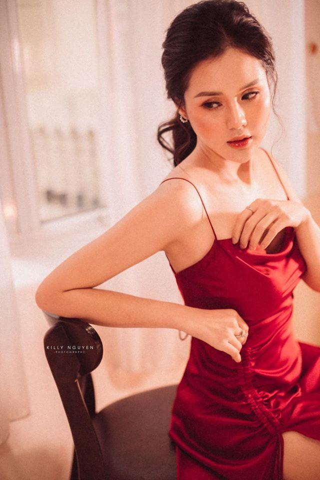 Người đẹp Huyền Trang gây sốt với loạt ảnh buông lơi vai trần gợi cảm4