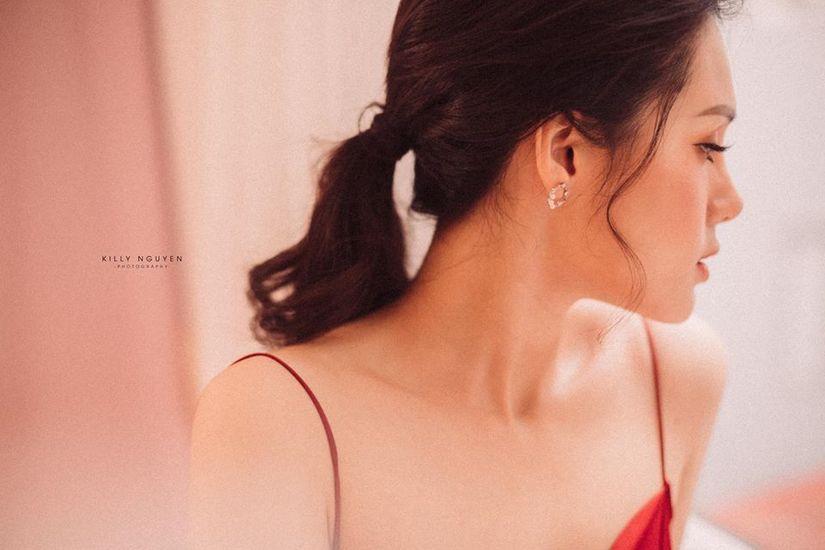 Người đẹp Huyền Trang gây sốt với loạt ảnh buông lơi vai trần gợi cảm3
