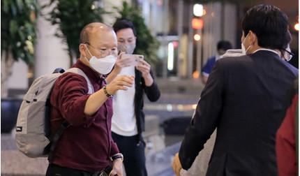 Vì sao vợ chồng HLV Park Hang Seo không bị cách ly?