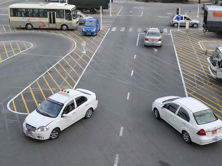 Có đủ cơ sở để tăng học phí thi lái ôtô tăng gấp 2-3 lần từ 2020 không?