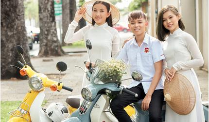 Hồ Văn Cường bảnh bao bên hai chị gái nuôi