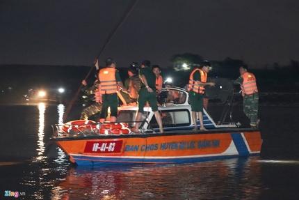 Trắng đêm tìm kiếm 6 nạn nhân trong vụ lật ghe thương tâm ở Quảng Nam