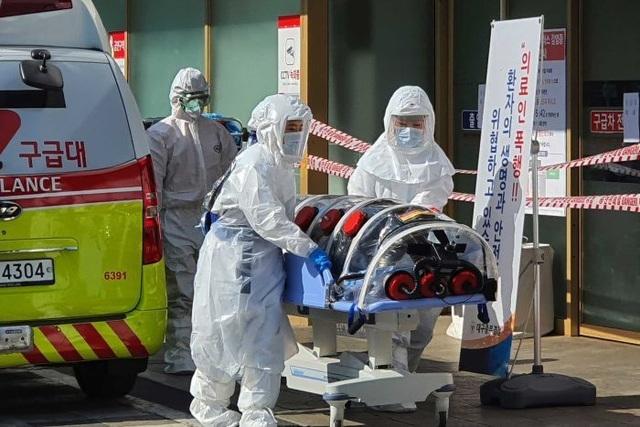 Hàn Quốc tăng lên gần 2.000 ca nhaiễm virus Covid-19