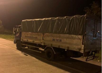 Phạt lái xe tải 17 triệu đồng vì chạy ngược chiều suốt 7km trên cao tốc