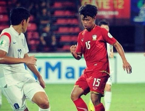Cầu thủ trẻ Thái Lan Natthaphum Khampraphai đã vĩnh viễn ra đi