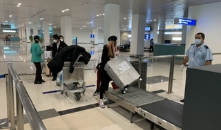 Vừa hạ cánh, 9 người về từ Hàn Quốc bị cách ly ngay tại sân bay Cần Thơ