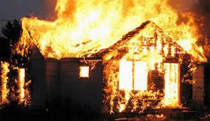 Cháy nhà trọ 5 tầng lúc rạng sáng, một nữ sinh tử vong