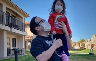 Hai bố con bị cách ly vì Covid-19 sốc khi nhận hóa đơn y tế hơn 90 triệu